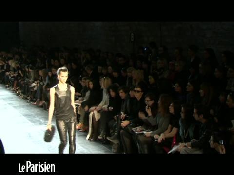 Fashion week : les silhouettes longilignes de Barbara Bui
