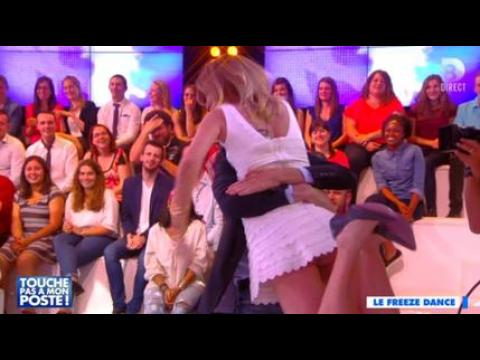 Caroline Ithurbide nue sous sa robe ? - ZAPPING PEOPLE DU 17/06/2015