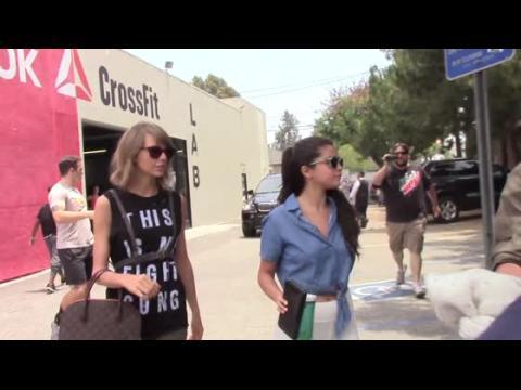 Taylor Swift est prête pour le combat pendant un déjeuner avec Selena Gomez