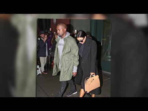 Kimye bravent la pluie pour une soirée à New York