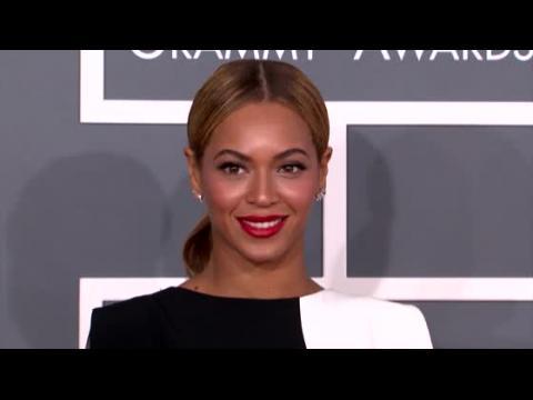 Beyoncé surprend des fans dans un bar karaoké