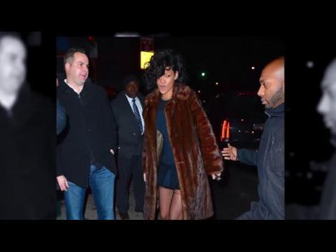 Rihanna porte une robe bleue transparente
