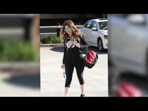 Khloe Kardashian sort sans son alliance et partage un message mystérieux