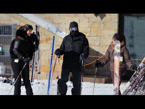 Kim et Kourtney Kardashian sur les pistes de ski