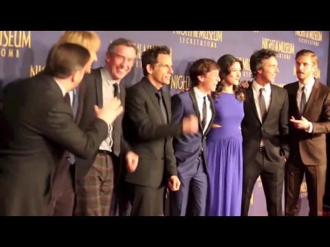 Ben Stiller, Owen Wilson et Susan Schneider rendent hommage à Robin Williams à la première de La Nuit au musée : Le Secret des Pharaons