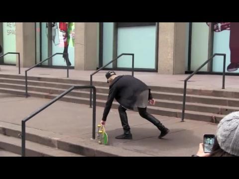 Justin Bieber fait du skate à Times Square