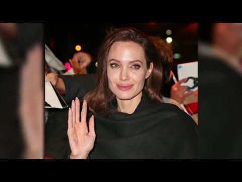 Brad Pitt remplace Angelina Jolie qui a la varicelle
