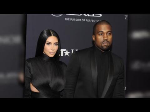 Kim Kardashian et Kanye West sont assortis dans des ensembles Balmain aux Bet Honours