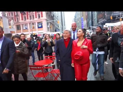 Lady Gaga et Tony Bennett, émus à Times Square