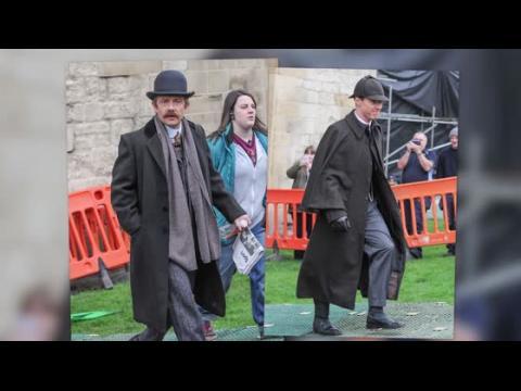 Benedict Cumberbatch et Martin Freeman en costume pour tourner Sherlock
