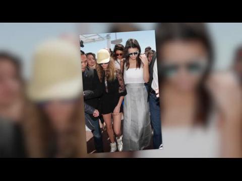 Kendall Jenner et Cara Delevingne, très tendance pour un déjeuner à Cannes