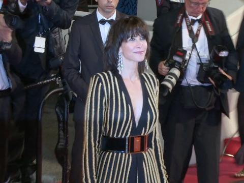Exclu Vidéo : Cannes 2015 : Sophie Marceau, sublime en Balmain pour une nouvelle montée des marches !