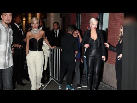 Rita Ora porte un corset, deux jours d'affilée