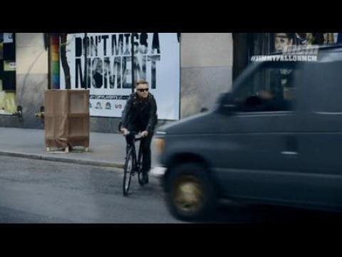 Bono se fait renverser par un van - ZAPPING PEOPLE DU 12/05/2015