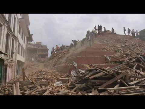 Népal: les recherches se poursuivent, l'espoir de retrouver des survivants s'amenuise