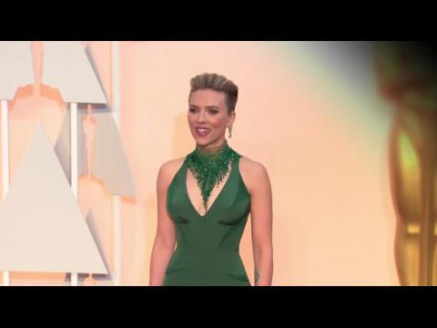 Le style rebelle de Scarlett Johansson après son accouchement