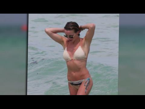 Katie Cassidy porte un adorable bikini en crochet à Miami