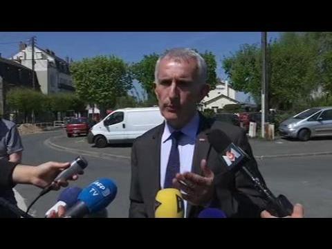 """Accident de train à Nangis: Guillaume Pepy salue le """"sang-froid"""" d'un pompier volontaire"""