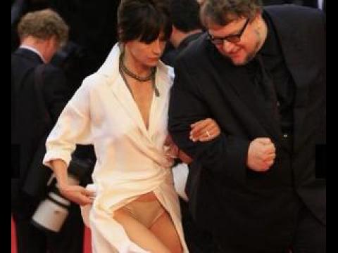 Sophie Marceau dévoile sa culotte - ZAPPING PEOPLE DU 15/05/2015