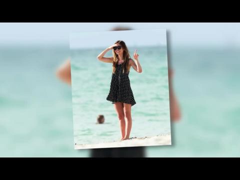 Audrina Patridge tourne son émission touristique en bikini