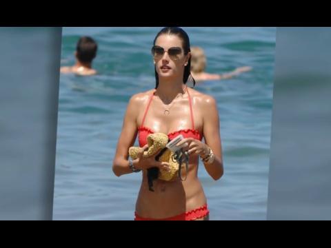 Alessandra Ambrosio est sublime à Maui