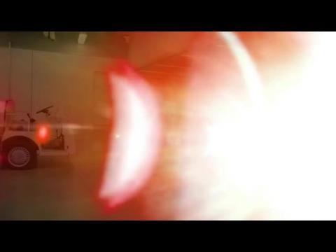 Kellan Lutz jette la première balle à un match desMiami Marlins