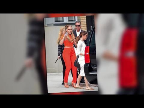Jennifer Lopez se glisse dans trois tenues sexy