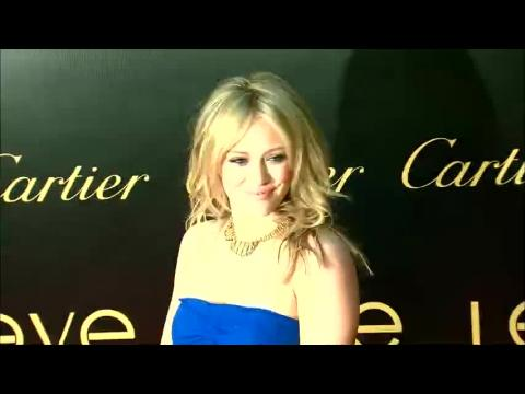 Hilary Duff parle de sa séparation très difficile de Mike Comrie