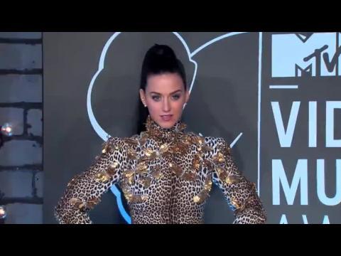 Katy Perry dit que ses ex étaient intimidés et se sentaient menacés par elle