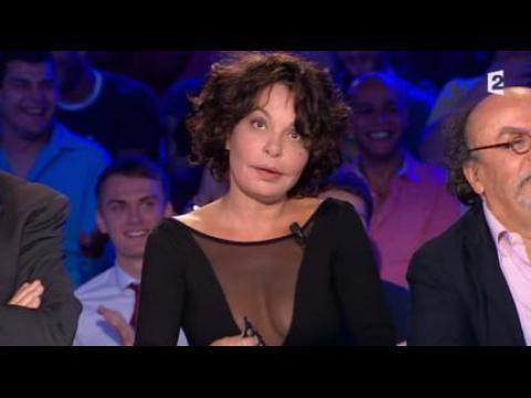 Isabelle Mergault se fait toucher les seins - ZAPPING PEOPLE DU 15/09/2014