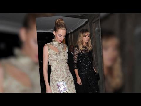 Cara Delevingne et Kate Moss à la Semaine de la Mode à Londres