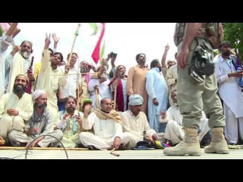 Pakistan: des opposants attaquent la télévision d'Etat
