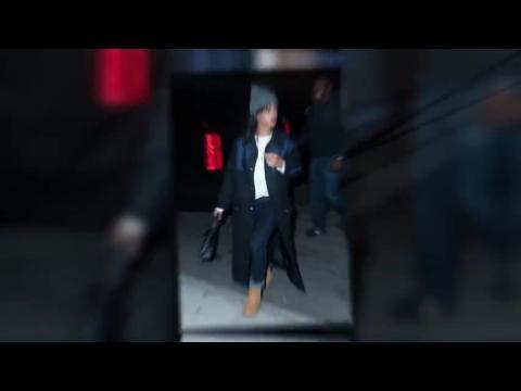Rihanna s'emmitoufle pour une nuit de travail en studio