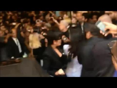Panique à bord : Kim Kardashian agressée à Paris !