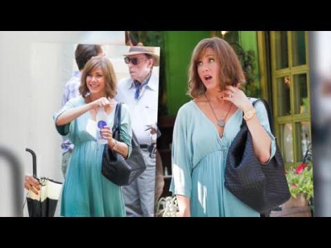 Jennifer Aniston a une drôle de coupe sur le plateau de son nouveau film