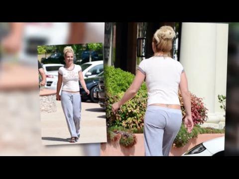 Britney Spears dévoile ses courbes dans un top avec un slogan