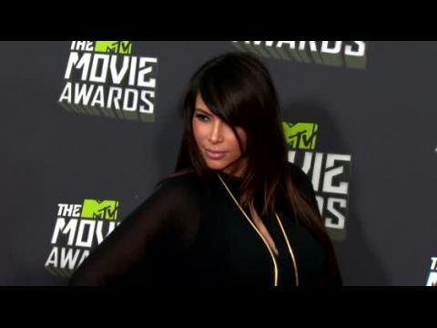 La jeune maman Kim Kardashian a déjà perdu plus de 13 kg mais refuse de sortir en public