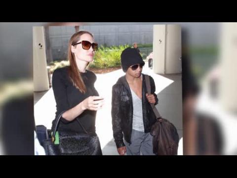 Angelina Jolie arrive à Los Angeles avec son fils Maddox, une star de cinéma en devenir