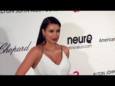 Kim Kardashian assortit sa poussette à la couleur de la peau de bébé North