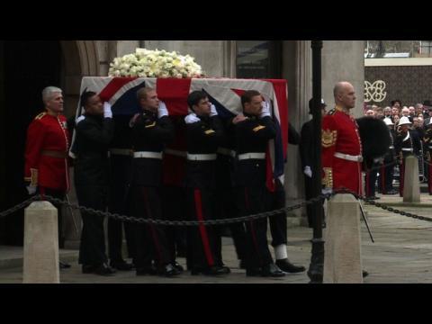 Des funérailles imposantes et controversées pour la Dame de fer