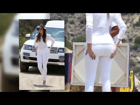 Khloe Kardashian dévoile ses formes dans un ensemble blanc