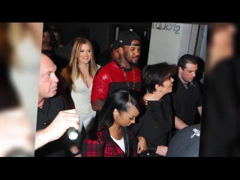 Que fumait Khloe Kardashian dans un club ?
