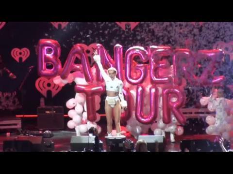 Miley Cyrus pense que sa tournée Bangerz sera éducative pour les enfants