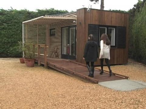 chalet m dicalis une alternative la maison de retraite 03 04 sur orange vid os. Black Bedroom Furniture Sets. Home Design Ideas