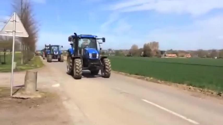 Les tracteurs débarquent au Havre