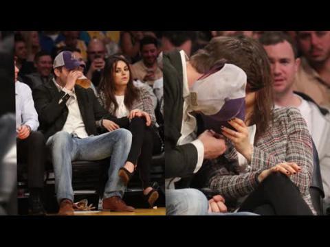 Mila Kunis dévoile sa bague de fiançailles