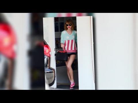 Taylor Swift et ses longues jambes à un cours de danse classique