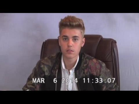 Regardez Justin Bieber confus, énervé et insolent pendant sa déposition