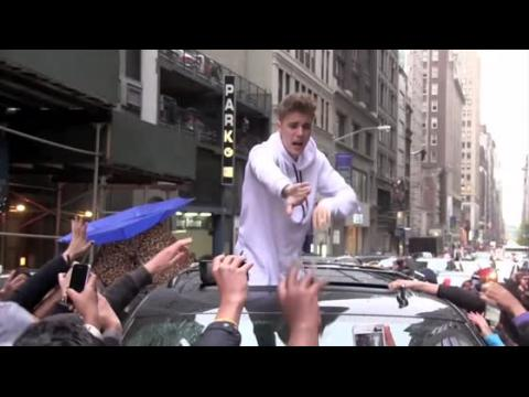 Les fans de Justin Bieber submergent sa sécurité