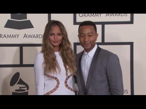 Chrissy Teigen en dit un peu trop sur ses aventures amoureuses avec John Legend